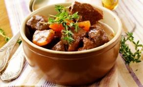 קדירת בשר וירקות מחממת ועסיסית