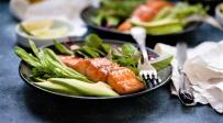 סלמון מקורמל לארוחת אמצע השבוע - צפו: סלמון מקורמל לארוחת אמצע השבוע