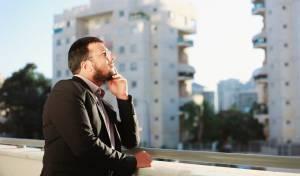 """ישראל ג'רופי בסינגל חדש: """"תענה לי"""""""
