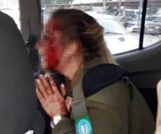 הפורעים הפלסטינים בפעולה - המון פרוע: חיילת הוכתה בג'נין ונשקה נחטף