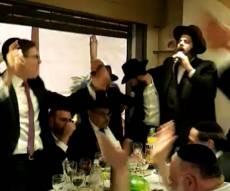 צפו:  ראש העיר החסידי מסלסל 'שבחי ירושלים'