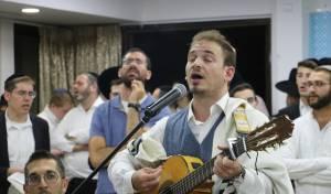 סליחות 'קרליבך' עם הזמר זלמן שטוב • צפו