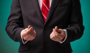 פסיכולוג: איך לבקש כסף מחברים בלי לסבול ממבוכה