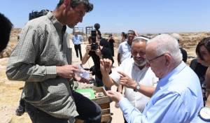 לראשונה בהר חברון: ביקור רשמי של הנשיא • צפו