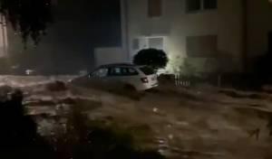 מכונית נסחפת בעיר האגן