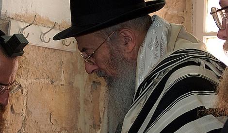 """הרב צבי טאו - """"הפיגועים - בגלל יחס לא נכון למקום המקדש"""""""