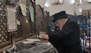 הרבי מקאפיטשניץ עלה למירון וניחם אבלים