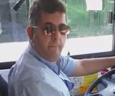 הסרטון האלים - נהג האוטובוס תקף את החרדים בגסות. צפו