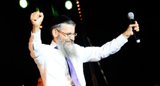 מזל טוב: יום הולדת שמח לזמר אברהם פריד
