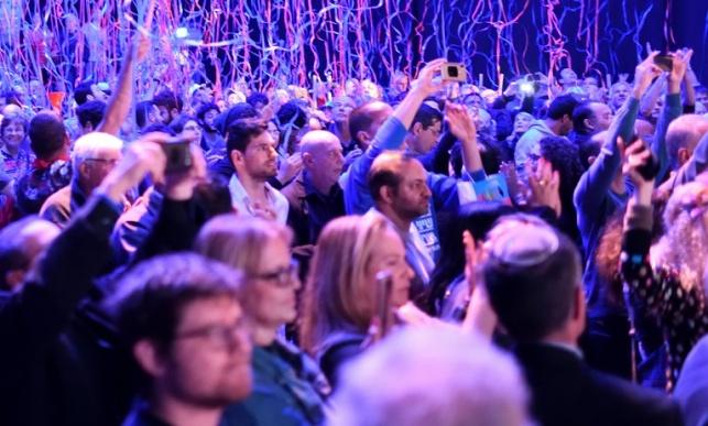 המון אדם בתל אביב. אילוסטרציה, למצולמים אין כל קשר לתוכן הידיעה