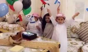 כך ילדים אמרתיים חגגו שלום עם ישראל