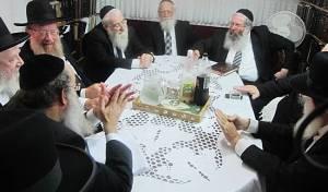 וועדת הרבנים לענייני חינוך - ועדת הרבנים החליטה: לא יתקבלו מורות עם תואר אקדמי