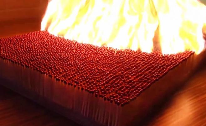 מה קורה כשמדליקים 6,000 גפרורים בבת אחת?