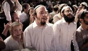 תלמידי הרב גינזבורג לאחר שיחתו. אילוסטרציה