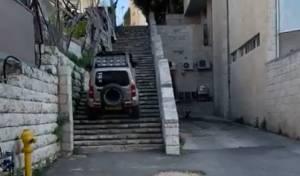 מטורף: נהג ג'יפ דהר במדרגות, אותר ונחקר
