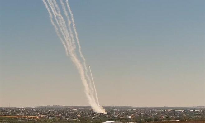 תיעוד: כך שוגרו עשרות רקטות למרכז הארץ