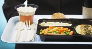 הלכה רחוק: הדיילת שמגעילה נוסעים אוכלי בשר