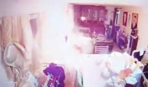 מפחיד: סוללה התפוצצה, האש פשטה • צפו