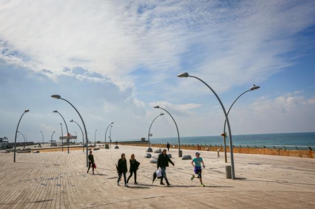 מעונן חלקית וקר מאד. נמל תל אביב