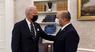 """הנשיא ביידן עם רה""""מ בנט בפגישתם בוושינגטון"""