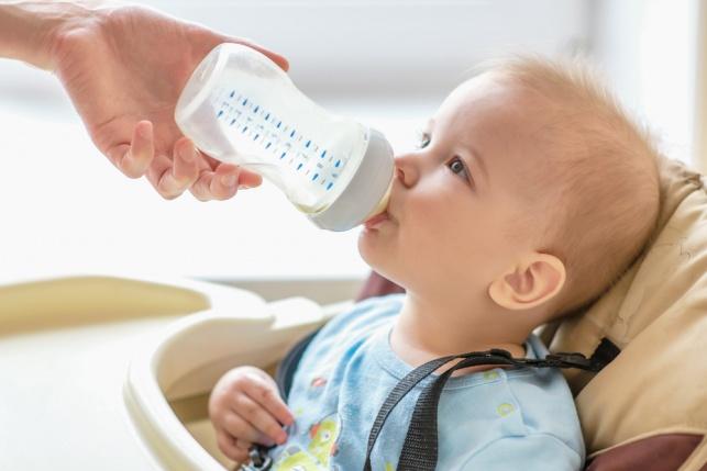 פיקוח על תחליפי חלב לתינוקות. אילוסטרציה
