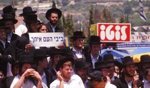 """לא, זו לא הפגנה של הליכוד. שמחת חוגגים על הר מירון בל""""ג בעומר ב-1997"""