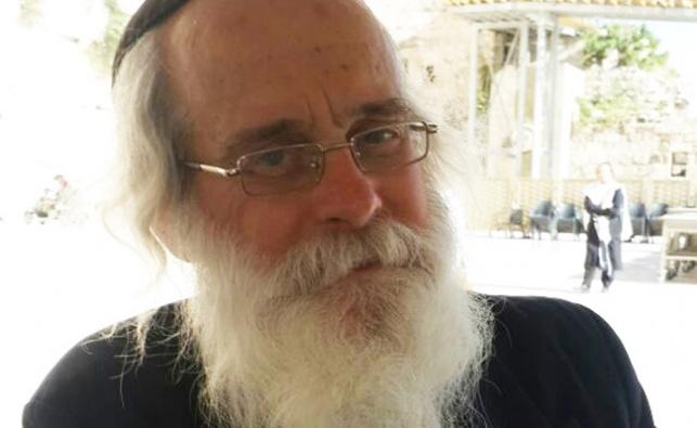 הרב ישראל לויבין חוזר להניח תפילין ברחבת הכותל