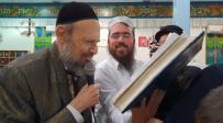 צפו: המקובל בקריאת המגילה בתל אביב
