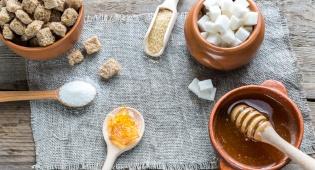 האם ממתיקים טבעיים בריאים יותר מסוכר?
