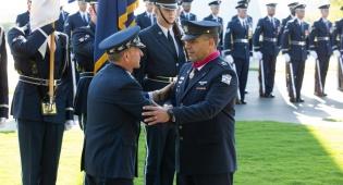 מפקד חיל האוויר קיבל את ליגיון ההצטיינות