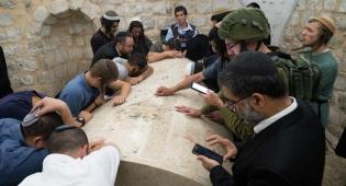 כשלושת אלפים מתפללים הגיעו לקבר יוסף