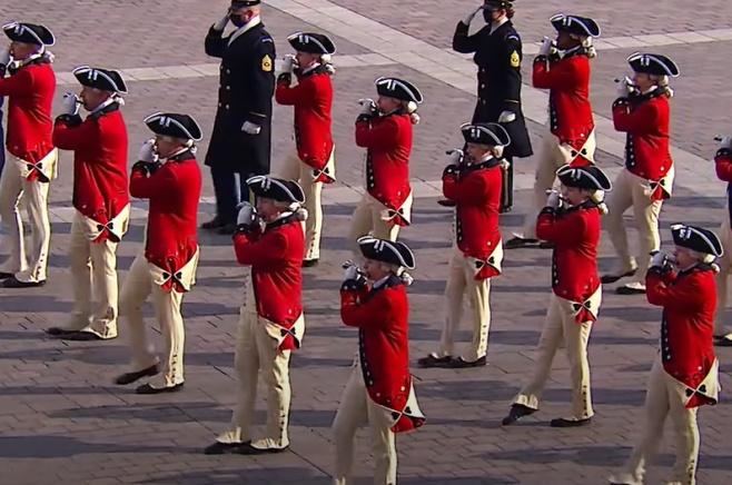 צפו בוידאו: המצעד הצבאי בדרך לבית הלבן