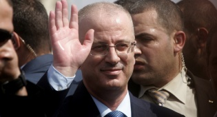 """ראמי חמדאללה - השיירה של רה""""מ הפלסטיני נעצרה"""