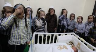 תיעוד: ילדי מאה שערים ב'קרישמע ליינען'