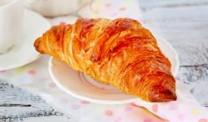 קרואסון חמאה פריזאי - פינוק בוקר מושלם
