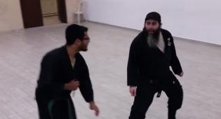הנינג'ה החרדי מלמד איך לברוח מסכין • צפו