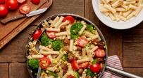 פסטה עם נקניקיות בשר והמון ירקות