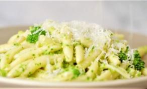 איך מכינים פסטו מברוקולי ומשדכים אותו לפסטה