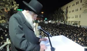 הרב קלמנוביץ' בעצרת דומה שנערכה בישראל לפני כשנה וחצי