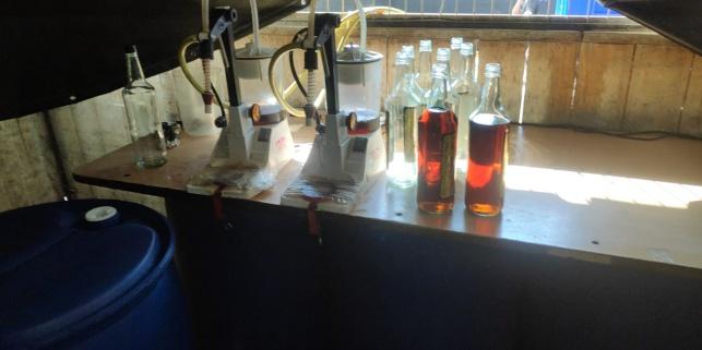 דרום: נחשפה מעבדה לייצור אלכוהול מזויף
