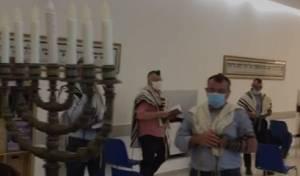 בארץ המוות: בית הכנסת ברומא נפתח • צפו