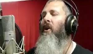 עדי גביסון בגרסה ווקאלית לשירו: יותר מהכל