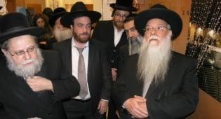 הרב מלכה והרב גרוסמן בטקס - בנק ירושלים חנך סניף חדש באלעד