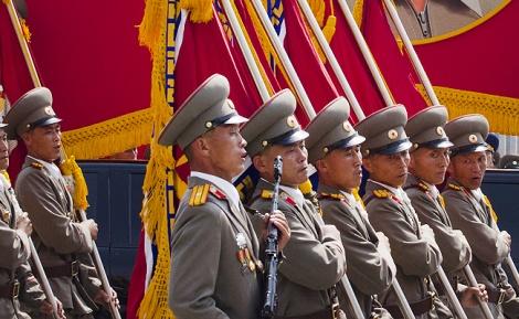 מצעד צבאי בפיונגיאנג. ארכיון - צפו: קוריאה הצפונית הציגה טילים חדשניים