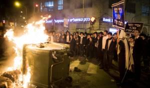 """הפגנות נגד הגיוס. ארכיון - 'הפלס' מגיב ל'יתד נאמן': """"מתחולל שמד"""""""