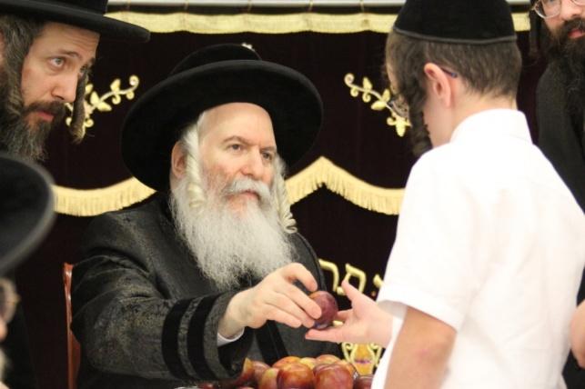הרבי מבאבוב ביקר את תלמידיו בקעמפ
