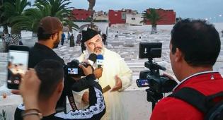 הפייטן הבינלאומי פייט על קברו של הצדיק
