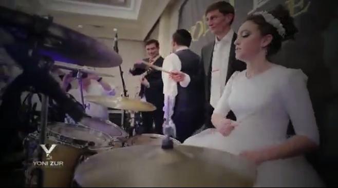 הכלה שירה הרשקוביץ הפתיעה את האורחים • וידאו