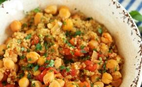 חומוס וקינואה ברוטב עגבניות פיקנטי - תוספת פיקנטית לעיקרית: חומוס עם קינואה ועגבניות