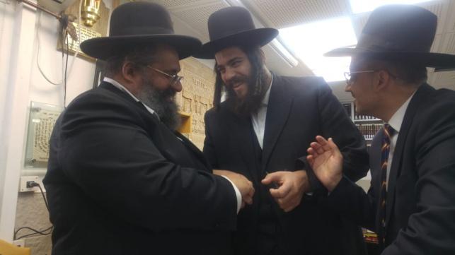 ישראל פרוש במעונו של הרב אברג'ל, היום